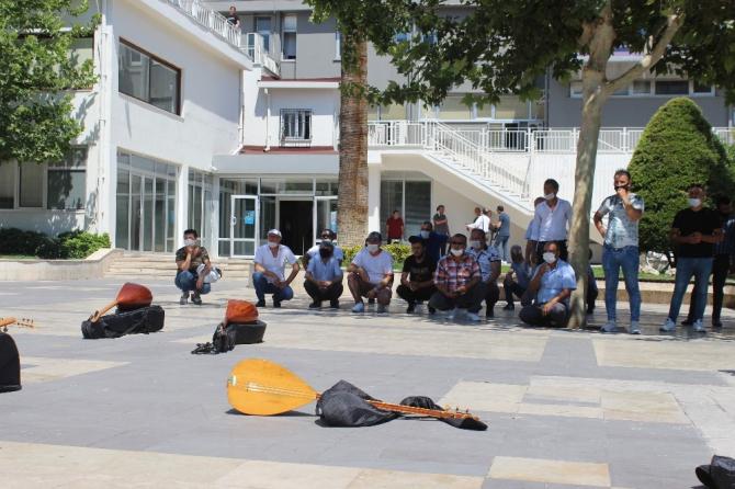 Sokak müzisyenlerinden çalgılı izin talebi