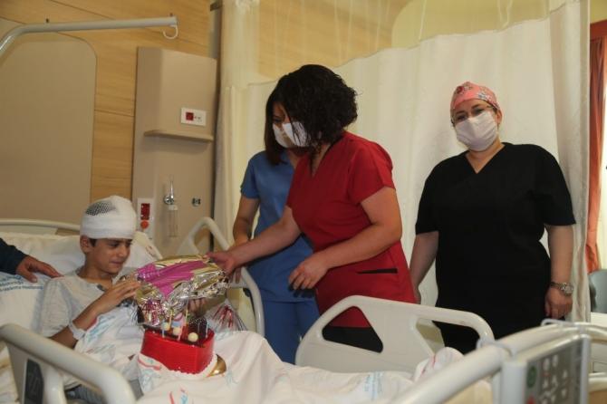 Hastanede doğum günü sürprizi