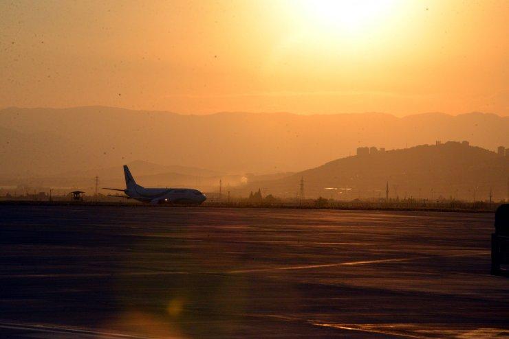 Kahramanmaraş tarihinde yurt dışından gelen ilk uçak törenle karşılandı