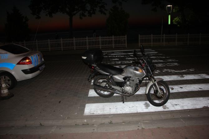 Köpeğe çarpmamak için ani fren yapınca motosikletten düşen sürücü yaralandı