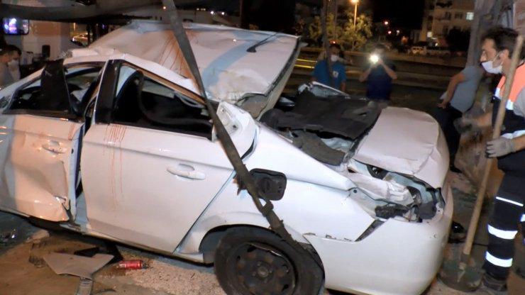 Avrasya Tüneli girişinde takla atan otomobil duvara çarptı: 1 ölü, 2 yaralı