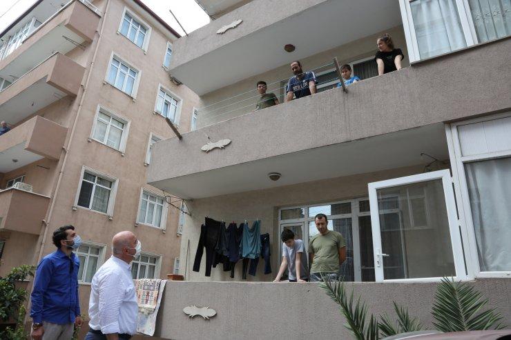 Belediye Başkanı karantinaya alınan sokakta yaşayanları ziyaret etti