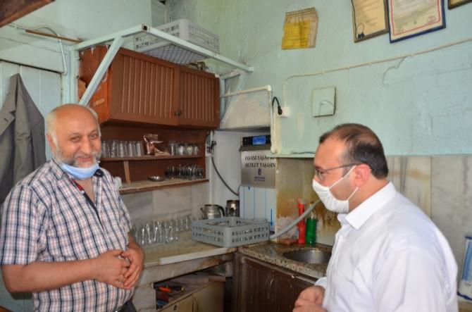 Emet Belediyesi kahvehane ve parklara bardak yıkama makinesi dağıttı