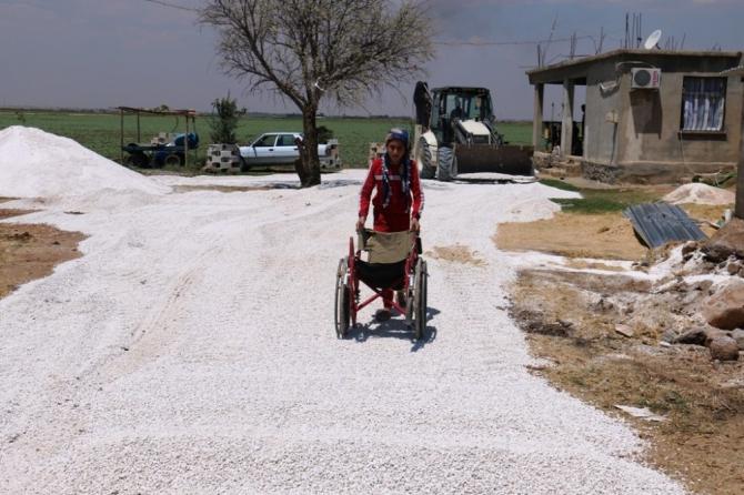 Belediye başkanı engelli çocuk için yol yaptı