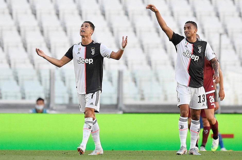 Juventus, Torino'yu 4 golle geçti
