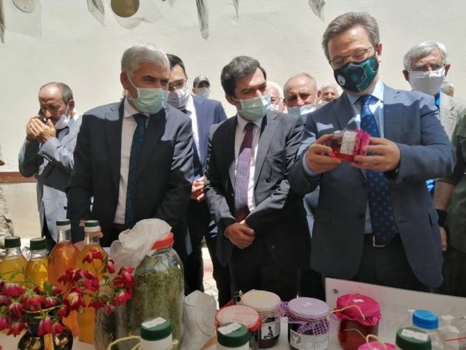Vali Ünlü'den ekolojik pazar açılışı