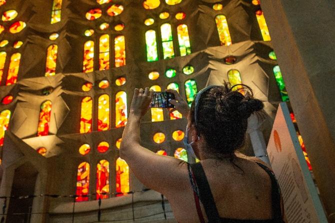 İspanya'da ünlü Sagrada Familia Bazilikası, salgında görev alanlar için yeniden açıldı