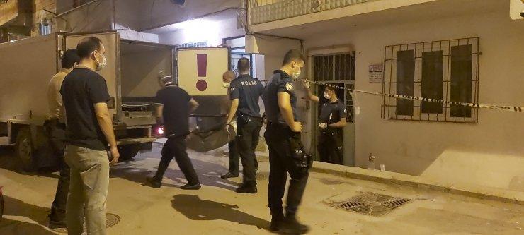 Komşuların haber vermesiyle eve geldi, eşi ve iki çocuğunun cansız bedeniyle karşılaştı
