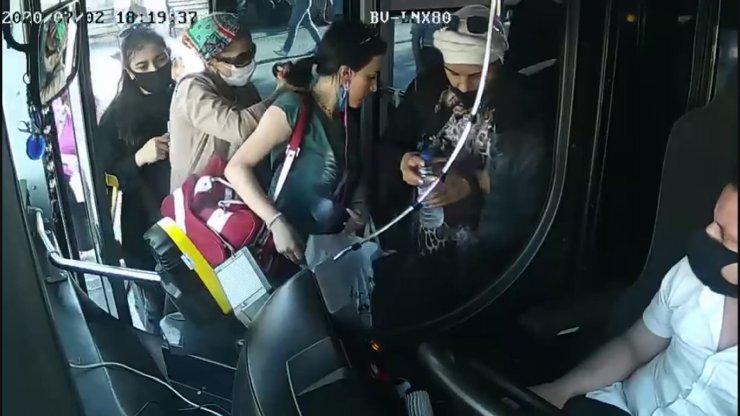 Otobüse binen kadının cüzdanını böyle çaldılar