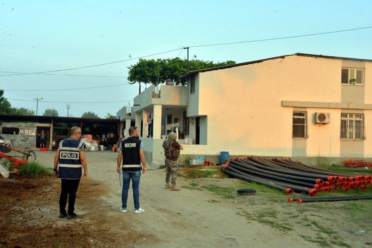 Suç örgütü, çiftçilerin kiralıdığı 400 dönüm araziye zor kullanarak el koymuş