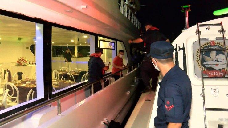 İstanbul Boğazı'nda teknelerde koronavirüs denetimi