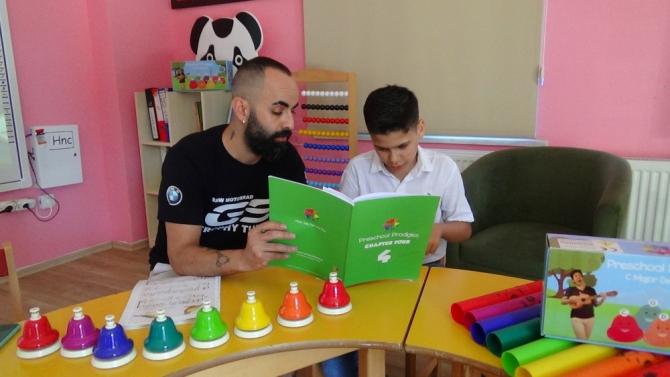 Müzik eğitimi otizmli Abdullah'ın hayatını değiştirdi