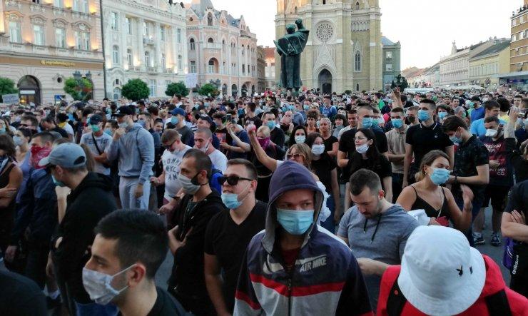 Sırbistan hükümeti, gösterilerin Kovid-19 tedbirleri ile ilgisi olmadığını düşünüyor