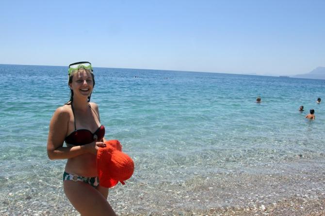 Rus genç kız dalış yaparken fark etti, denizden çıkan şeye kimse inanamadı