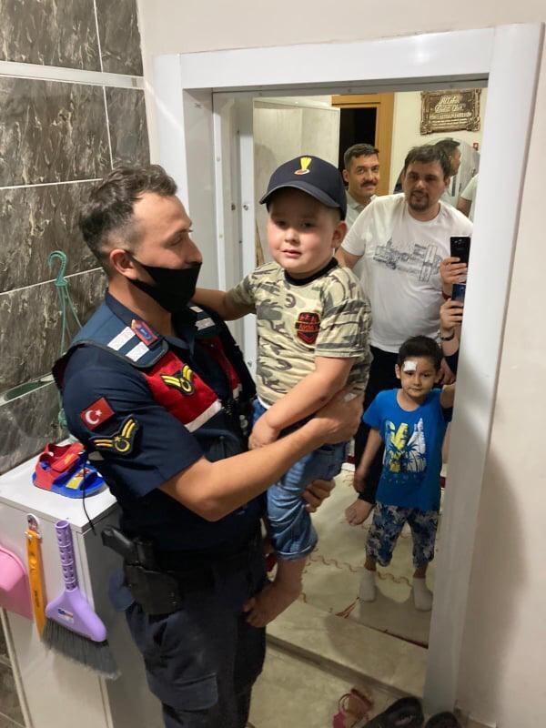 Minik Mustafa'ya jandarmadan doğum günü süprizi