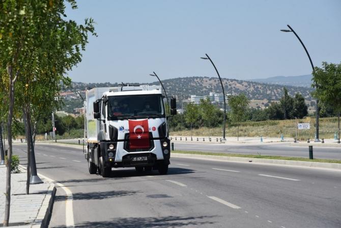 Peşinden koştuğu çöp kamyonunun bu sefer içinde yolculuk etti