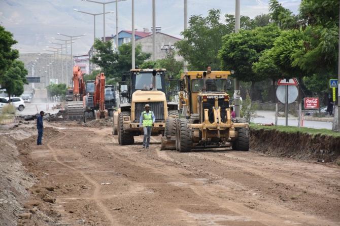 Cumhuriyet Caddesi'nde asfalt yapım çalışmalarına başlandı