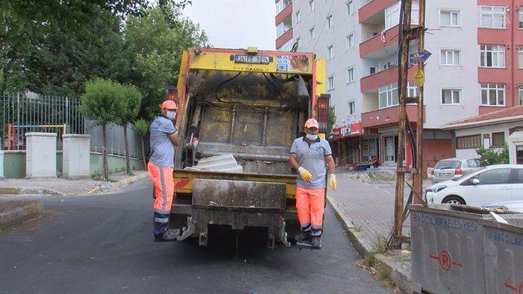 Dans ederek çöp toplayan temizlik görevlileri DHA'ya konuştu