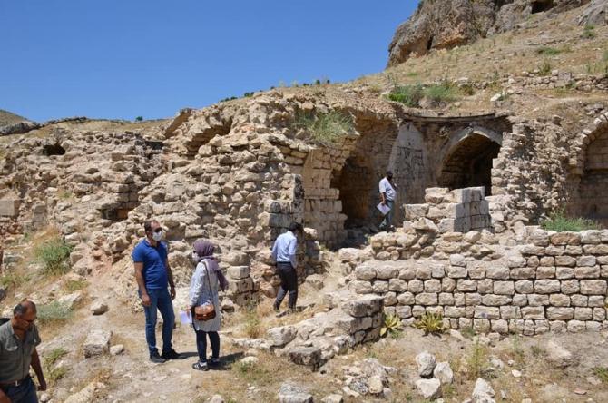 Besni ilçesinde tarihi mekanlar kurtarılıyor
