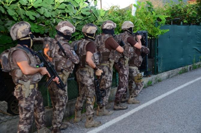 Kocaeli'de kaçırdıkları şahısları darp eden çek-senet çetesi çökertildi: 10 gözaltı