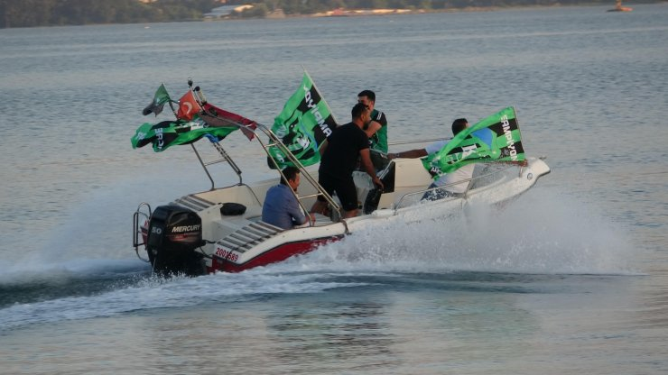 Kocaelispor'un şampiyonluğu denizde ve kentte coşkuyla kutlandı