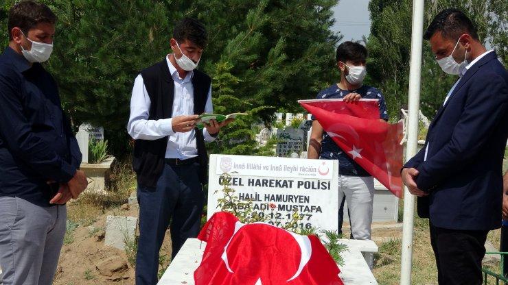 Van'da 15 Temmuz şehidi polis memuru mezarı başında anıldı