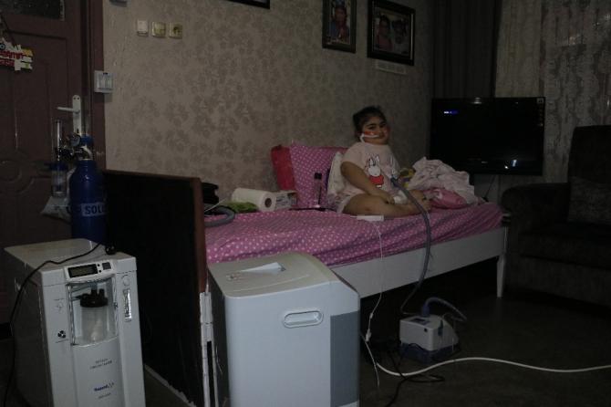 Cam kemik hastası Yasemin evden çıkamıyor