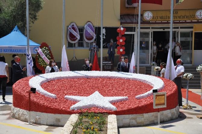 Büyük emekler sonucu tamamlanan Bayrak figürü törenle açıldı