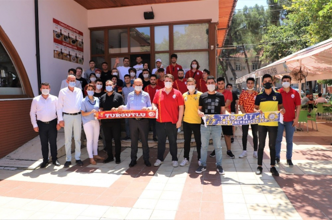 Başkan Akın, Turgutlulu Fenerbahçe ve Galatasaray taraftarlarıyla buluştu