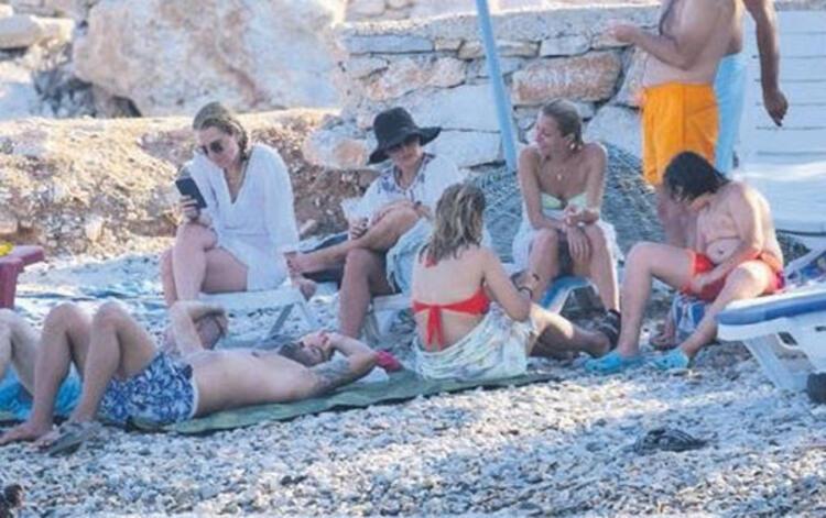 Burçin Terzioğlu villaya günlük 2.500 TL verdi, halk plajında denize girdi!