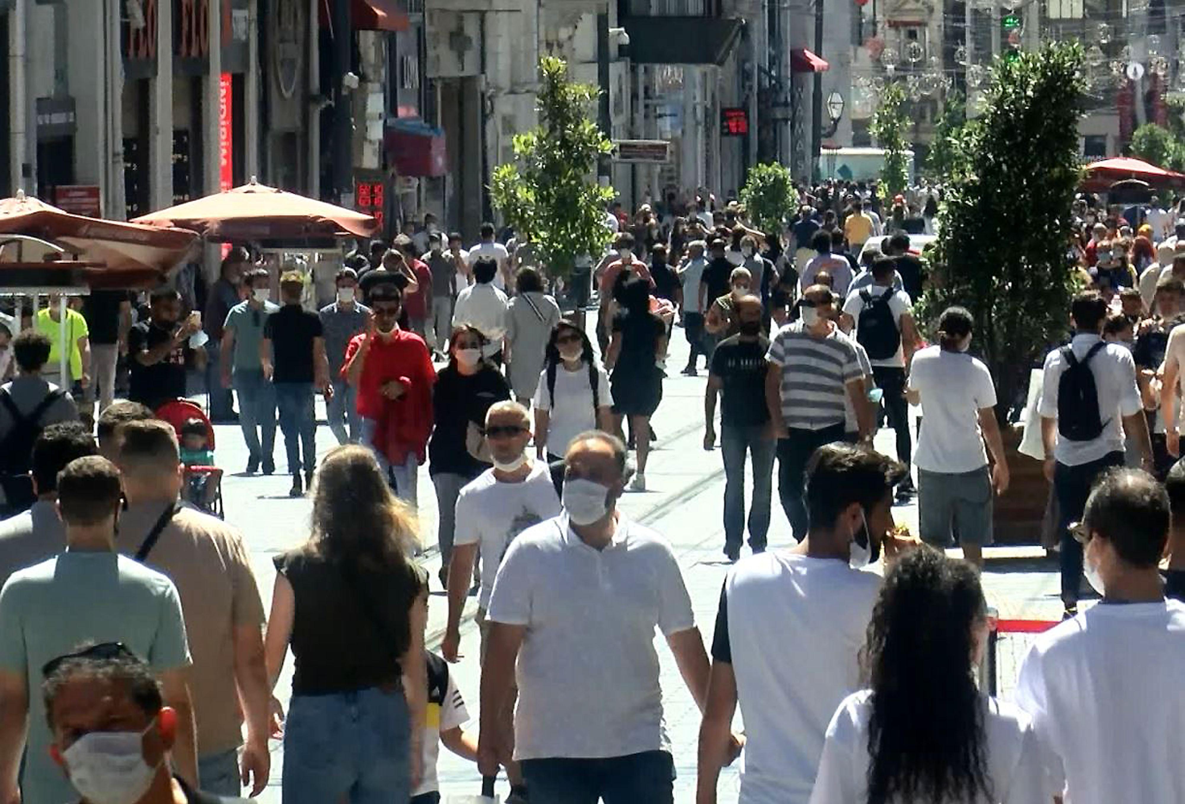İstiklal Caddesinde bayram alışverişi telaşı
