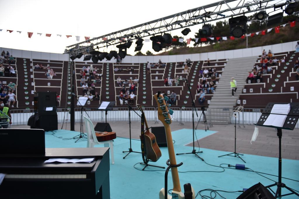 Tuzla Gençlik Merkezi öğrencileri şarkılarıyla dinleyenleri mest etti!