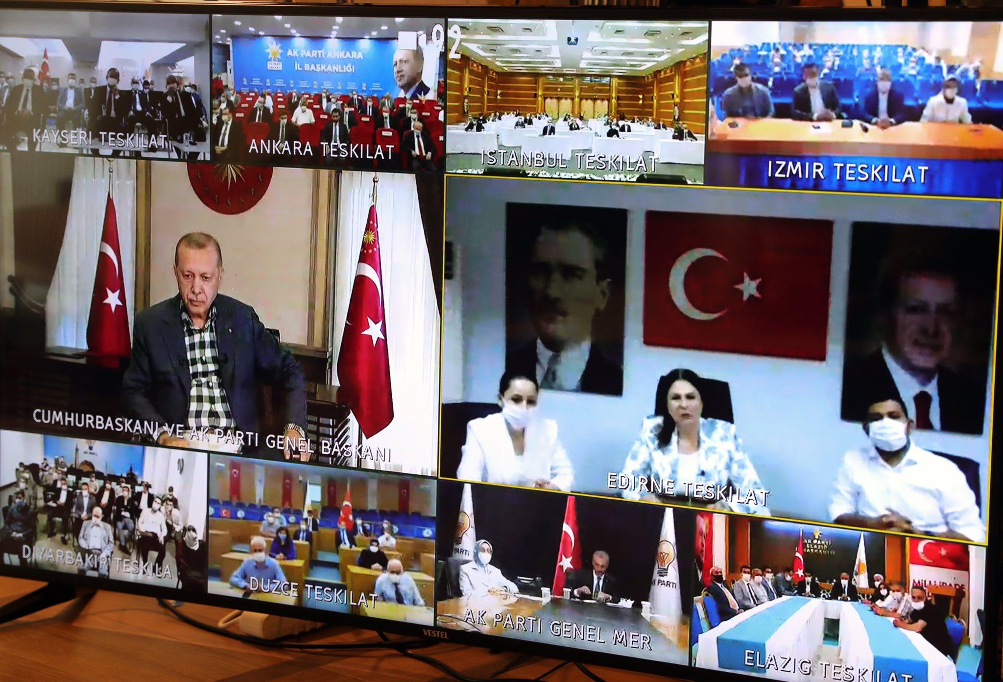 Cumhurbaşkanı Erdoğan AK parti teşkilatlarıyla bayramlaştı