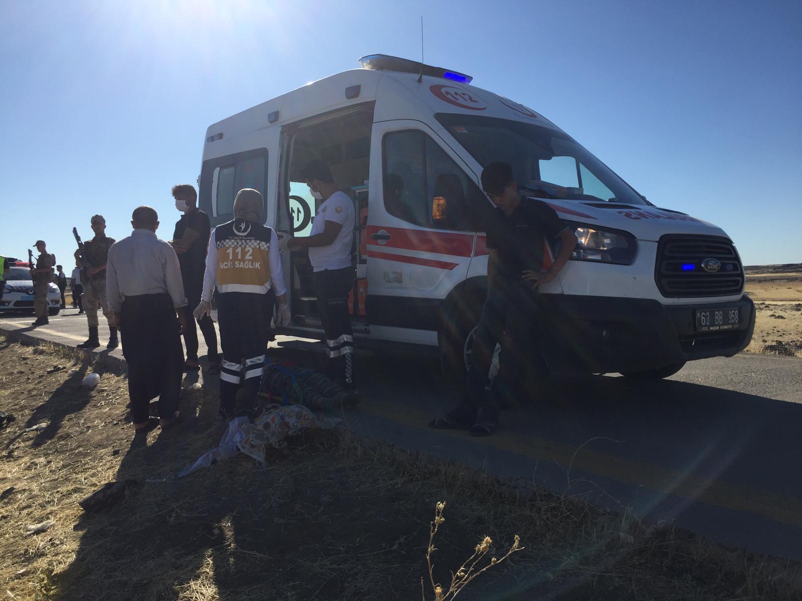 Şanlıurfa'da işçileri taşıyan minibüs devrildi: 20 yaralı