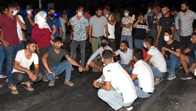 Aydın'da kazada yakınları ölünce yolu trafiğe kapattılar