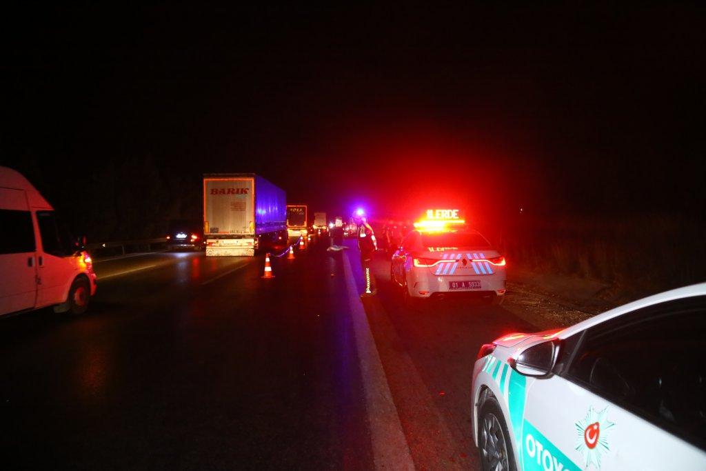 Adana'da korkunç kaza: Yayayı fark etmeyen onlarca araç üzerinden geçti