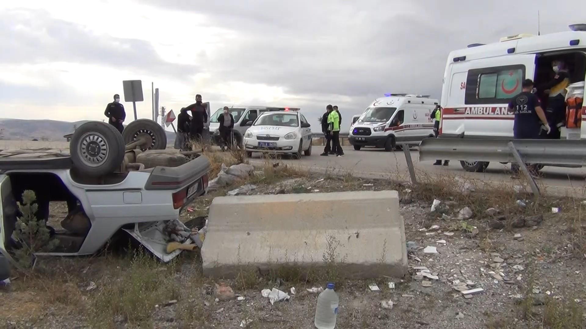 Kırıkkale'de bariyerlere çarpan araç takla attı: 4'ü çocuk 8 yaralı