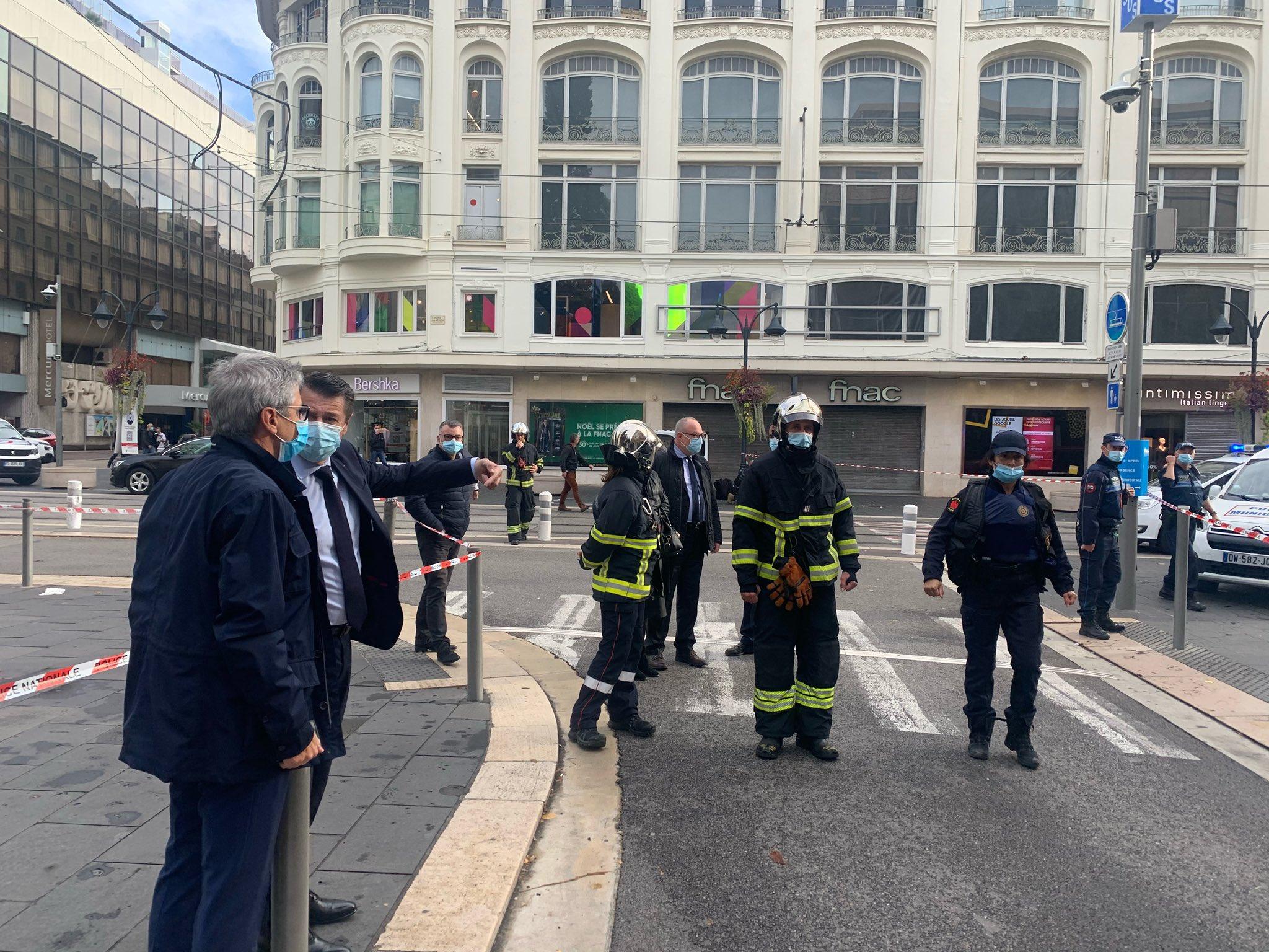 Fransa'da korkunç olay! Bıçaklı saldırıda bir kişinin boğazı, bir kişinin başı kesildi