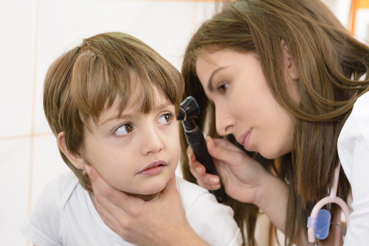 Kulak ağrısı nedir? Kulak ağrısı nedenleri? Belirtileri nelerdir? Tedavi yöntemleri?