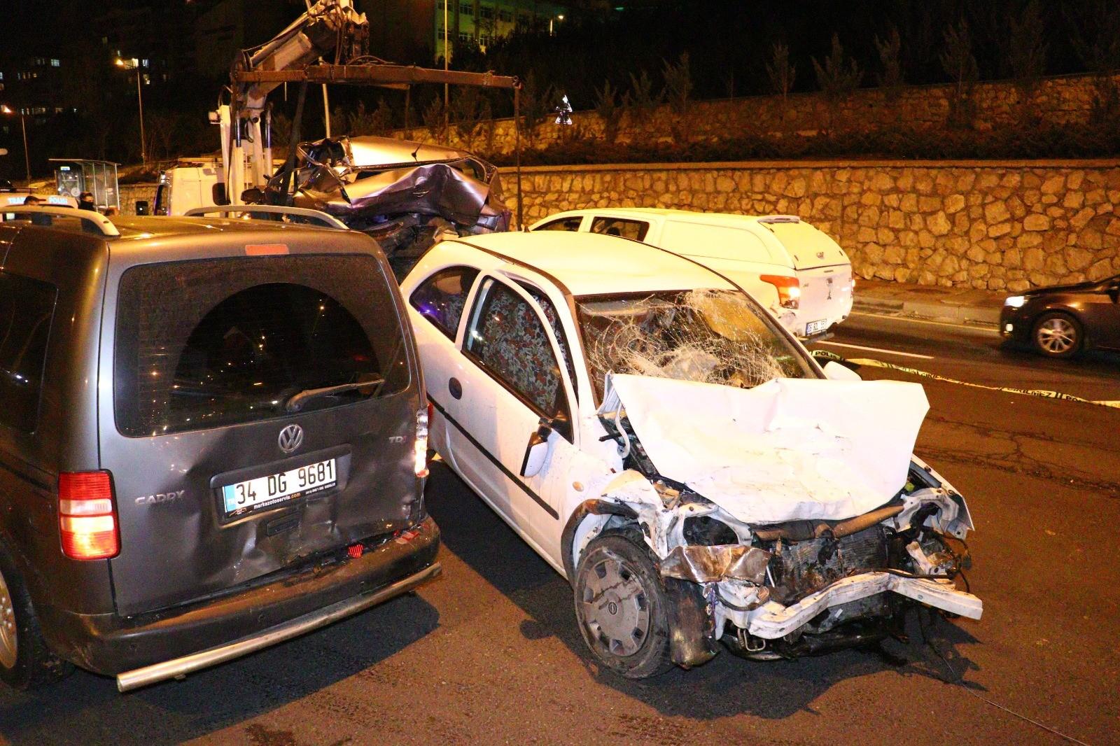 Ankara'da korkunç kaza! Kontrol noktasındaki araçlara çarptı: 1'i ağır 4 yaralı