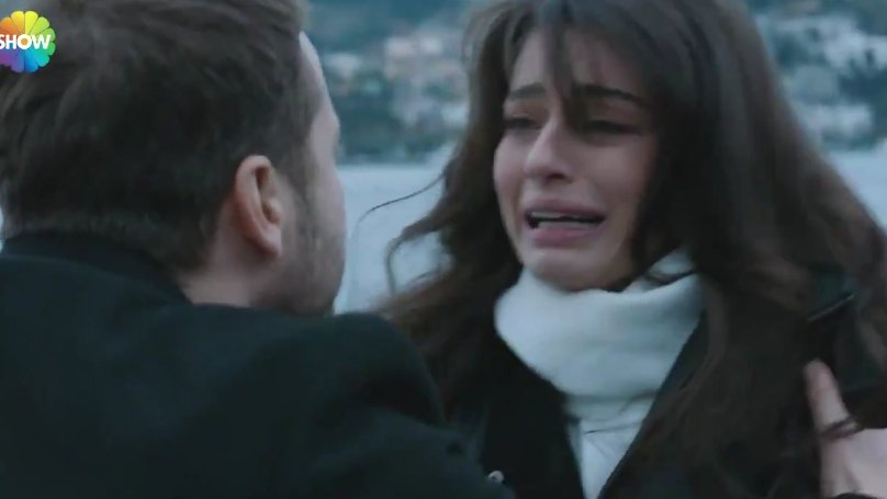 Ayça Ayşin Turan Arıza'da muhteşem performansıyla büyüledi!