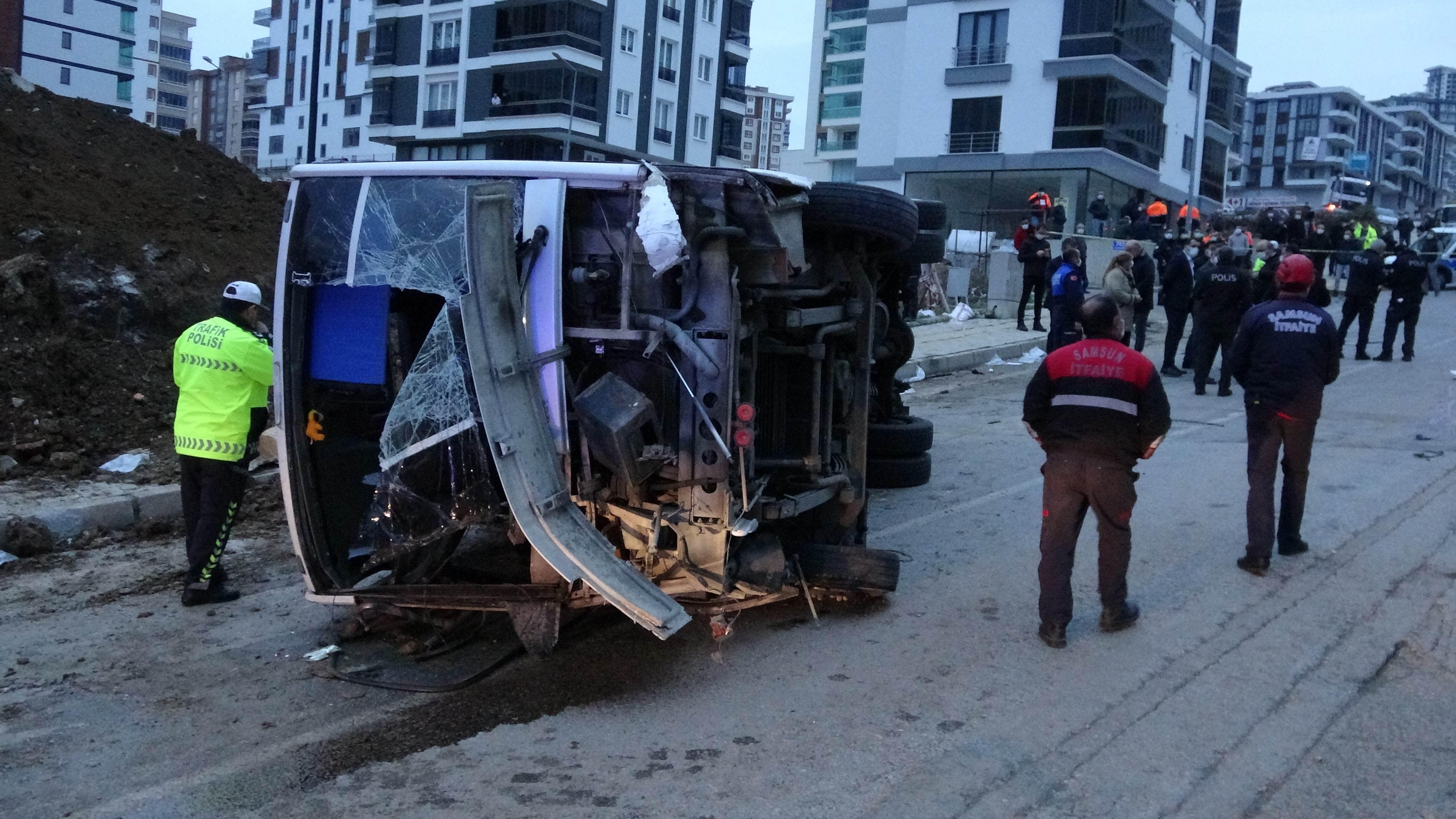 Samsun'da can pazarı! Atakum Belediyesinin servis midibüsü devrildi: 2 ölü, 20 yaralı