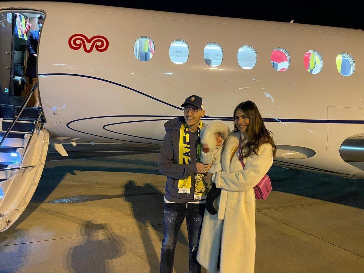 Fenerbahçe duyurdu: Mesut Özil, İstanbul'a gelmek için yola çıktı