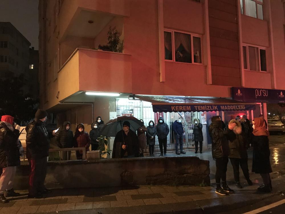 Kadıköy'de korku dolu gece! Mahalleli sokağa döküldü