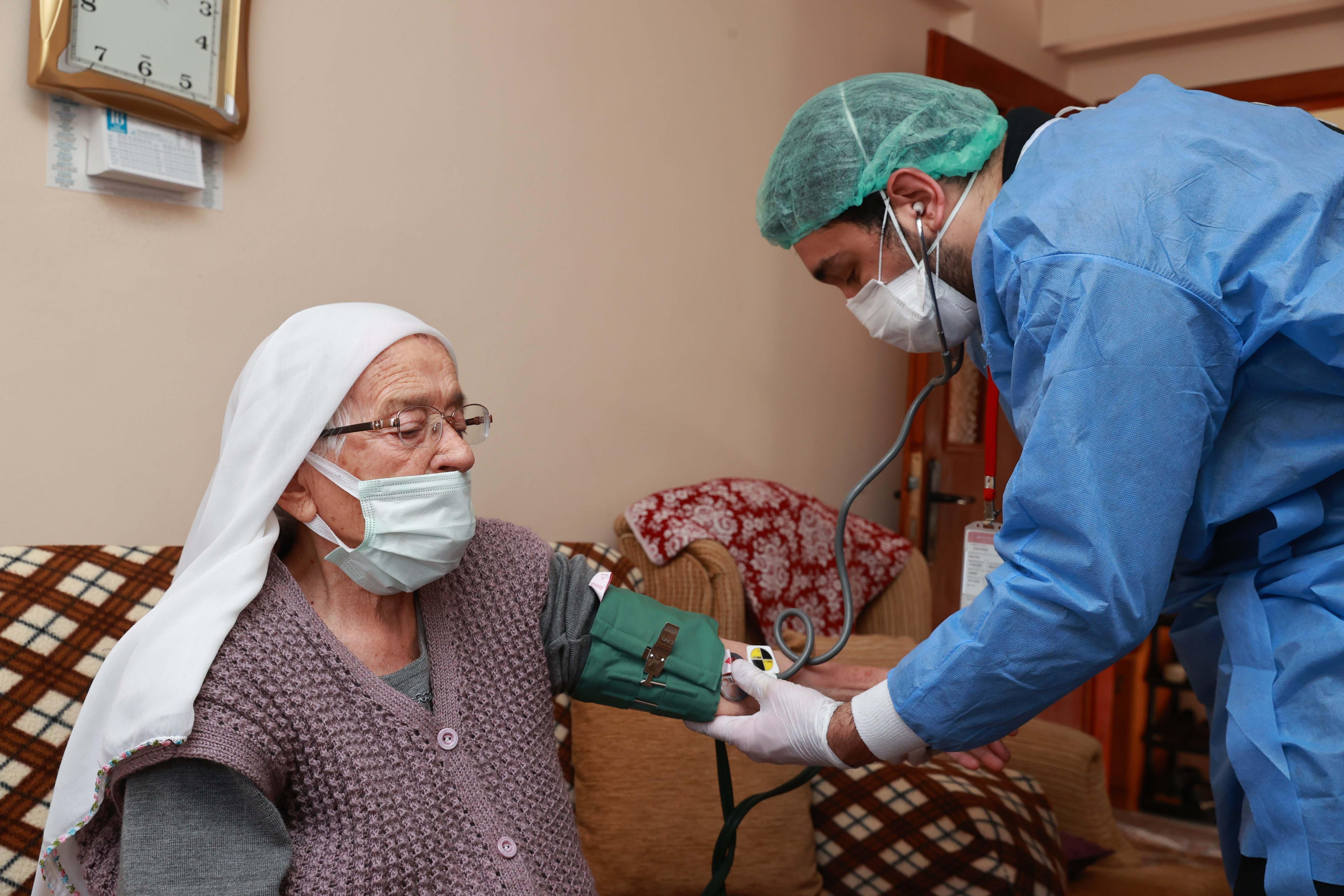Sağlık Bakanlığı açıkladı: 90 yaş ve üzerinin aşılanmasına başlandı