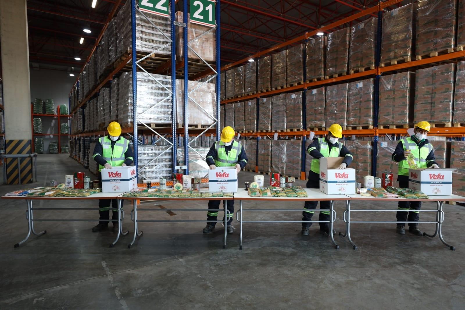 Binlerce gıda kolisi hazırlandı, ilk teslimat Vali Yerlikaya'dan!