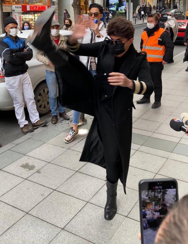 Yılmaz Morgül sokak ortasında tekmeler savurarak şov yaptı!