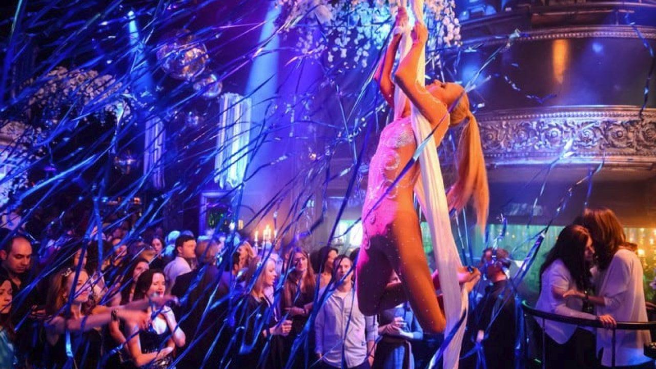 Rusya'dan tedbirlerde değişiklik kararı! Kulüp, bar ve restoranların gece çalışması artık serbest