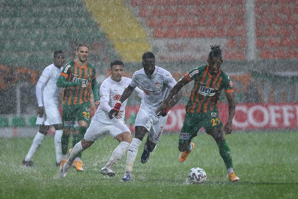 Son dakika: Alanyaspor- Sivasspor maçı ertelendi