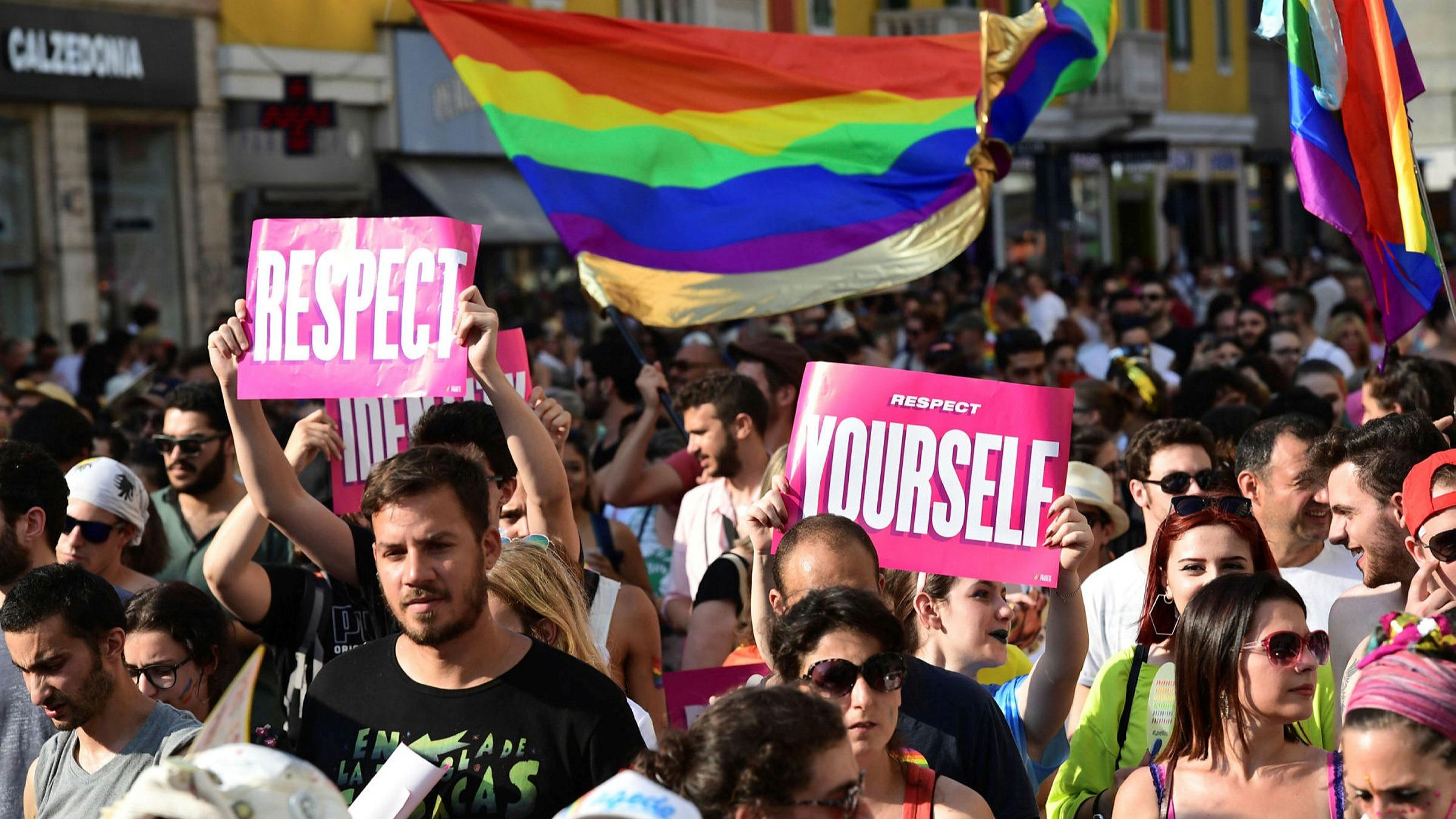 Cumhurbaşkanı Erdoğan LGBT gençliğine ateş püskürdü!